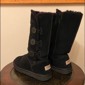 UGGS Bailey Button Black